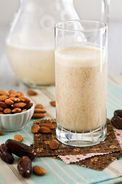 Almond, Date and Vanilla Smoothie • The Healthy Foodie