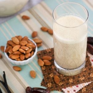 Almond, Date and Vanilla Smoothie