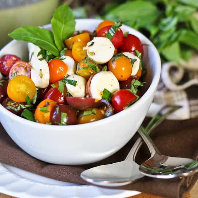 Quick Caprese Salad - The Healthy Foodie