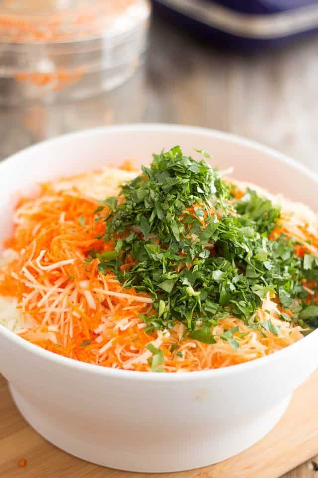Squeaky Clean Coleslaw | www.thehealthyfoodie.com