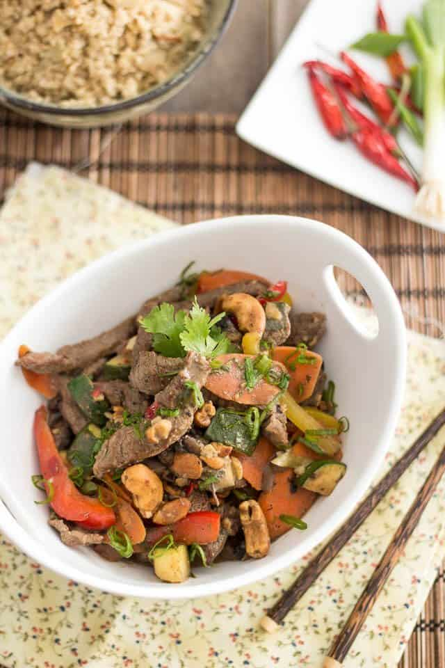 Ginger Cashew Beef Stir-Fry | www.thehealthyfoodie.com