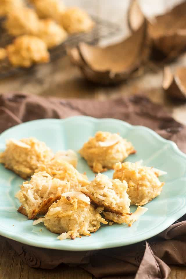 Fresh Coconut Macaroons | thehealthyfoodie.com