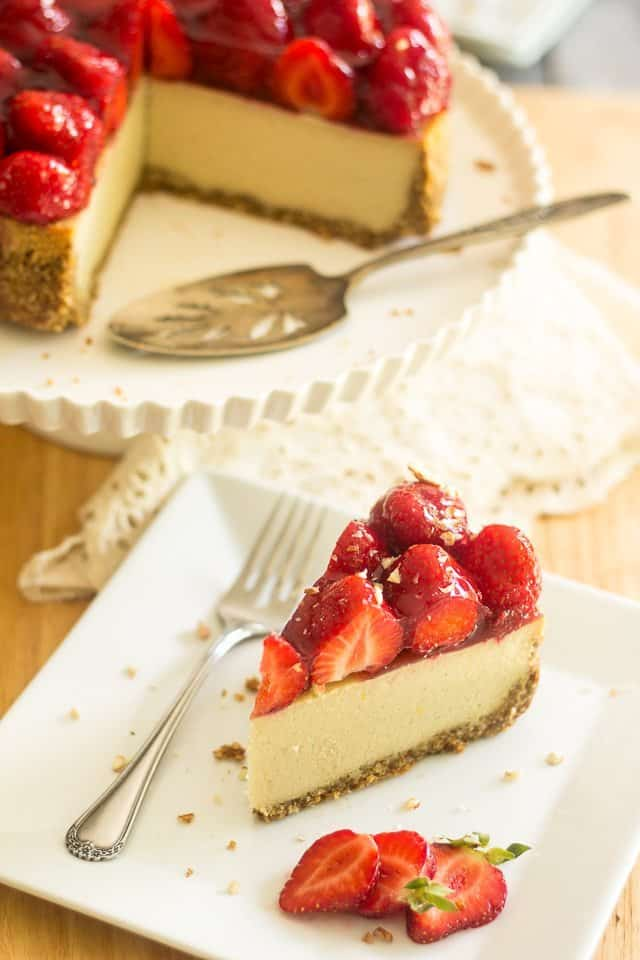 Non-Dairy Paleo Cheesecake | thehealthyfoodie.com