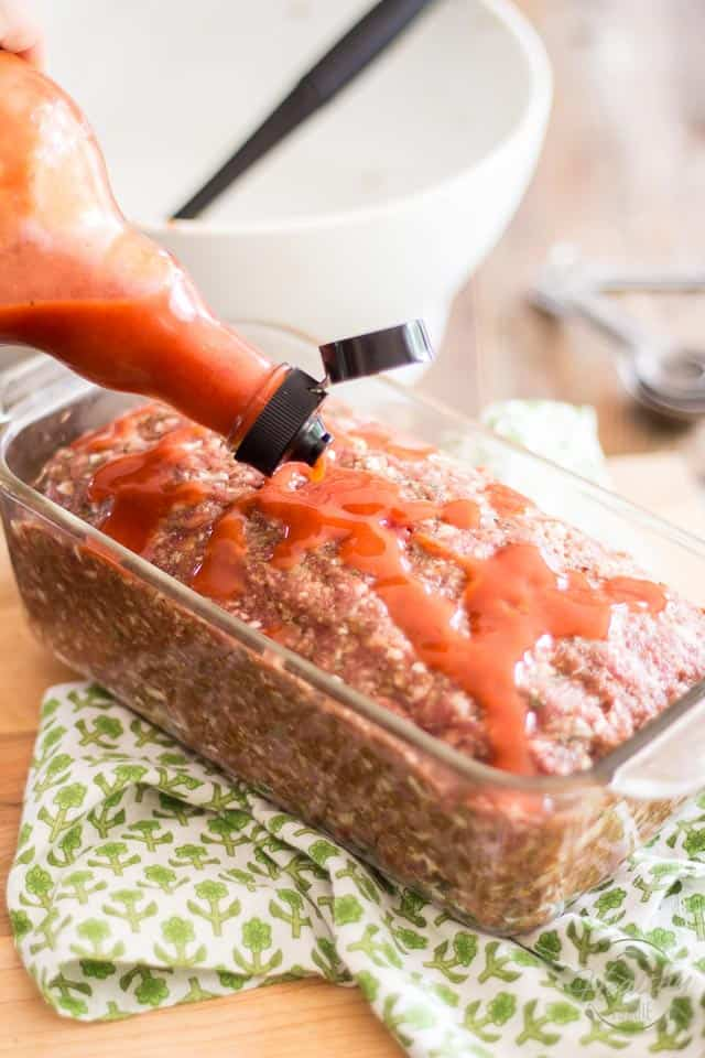 Stupid Easy Meatloaf | thehealthyfoodie.com