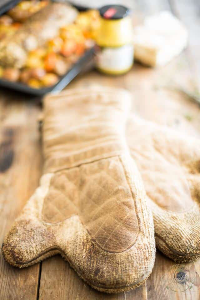Old Oven Mitts | thehealthyfoodie.com