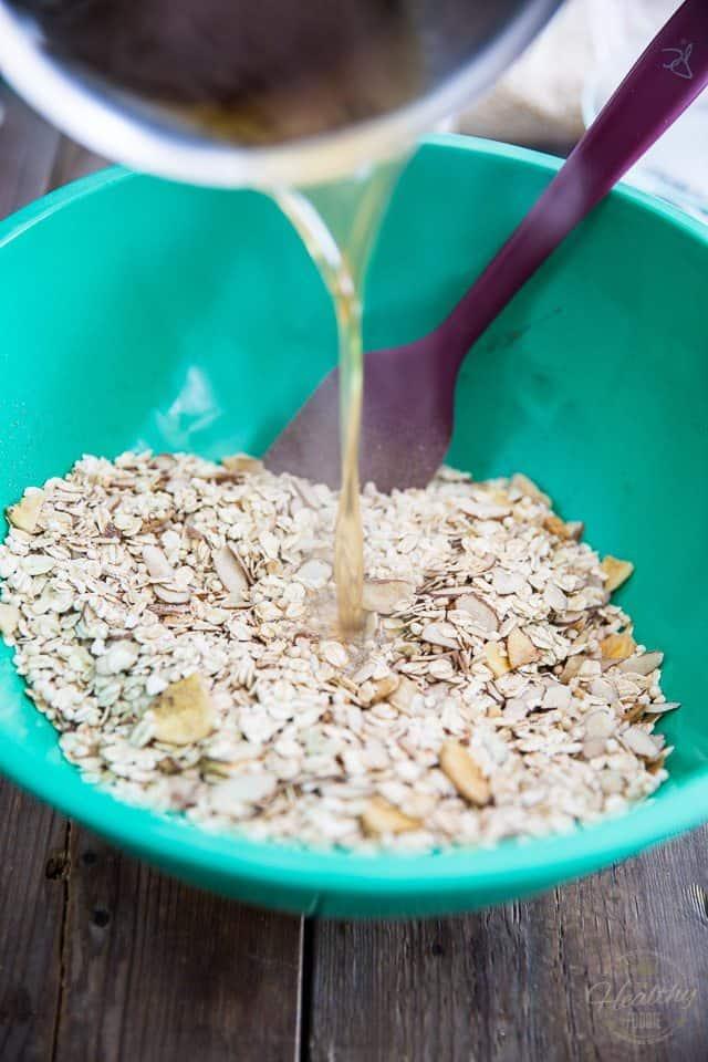 Homemade Granola | thehealthyfoodie.com