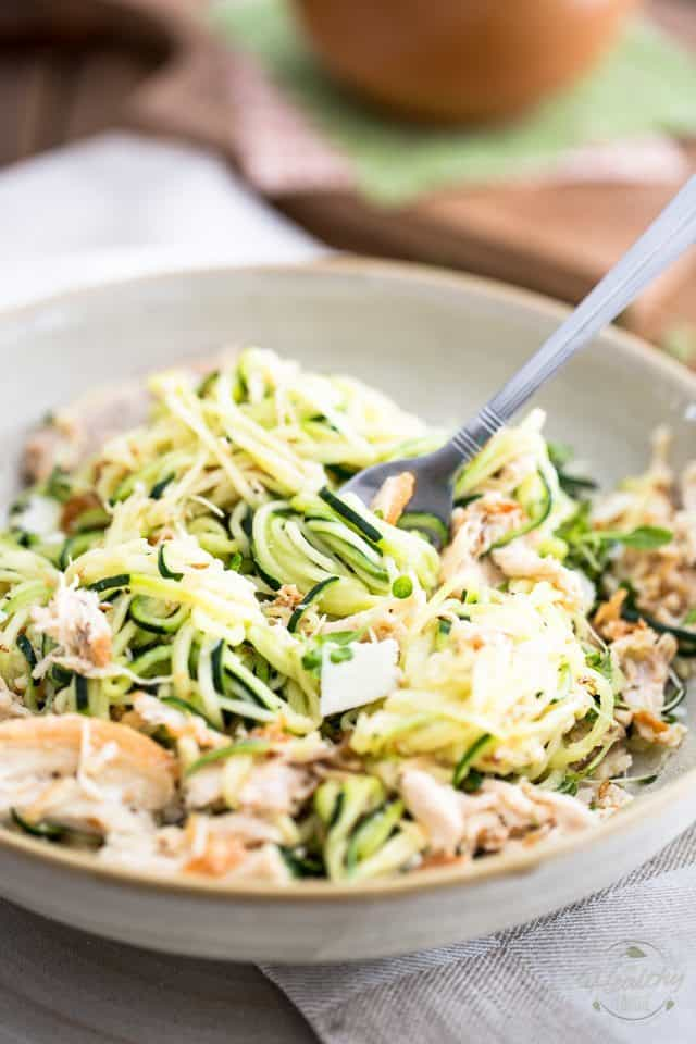 Parmesan Chicken Zoodles | thehealthyfoodie.com