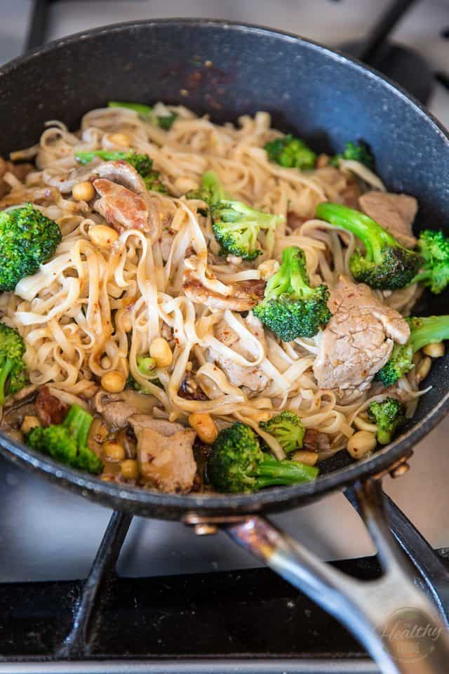 Easy Pork and Broccoli Asian Noodles | thehealthyfoodie.com