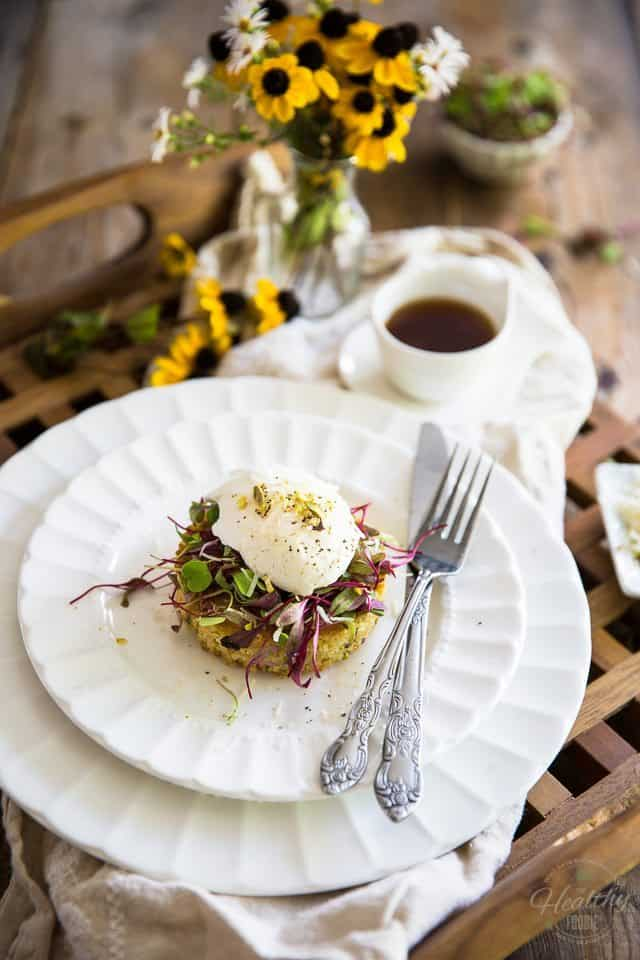 Simple but incredibly elegant, this scrumptious Poached Egg over Crispy Quinoa Cake is the perfect dish to surprise a loved one with breakfast in bed!