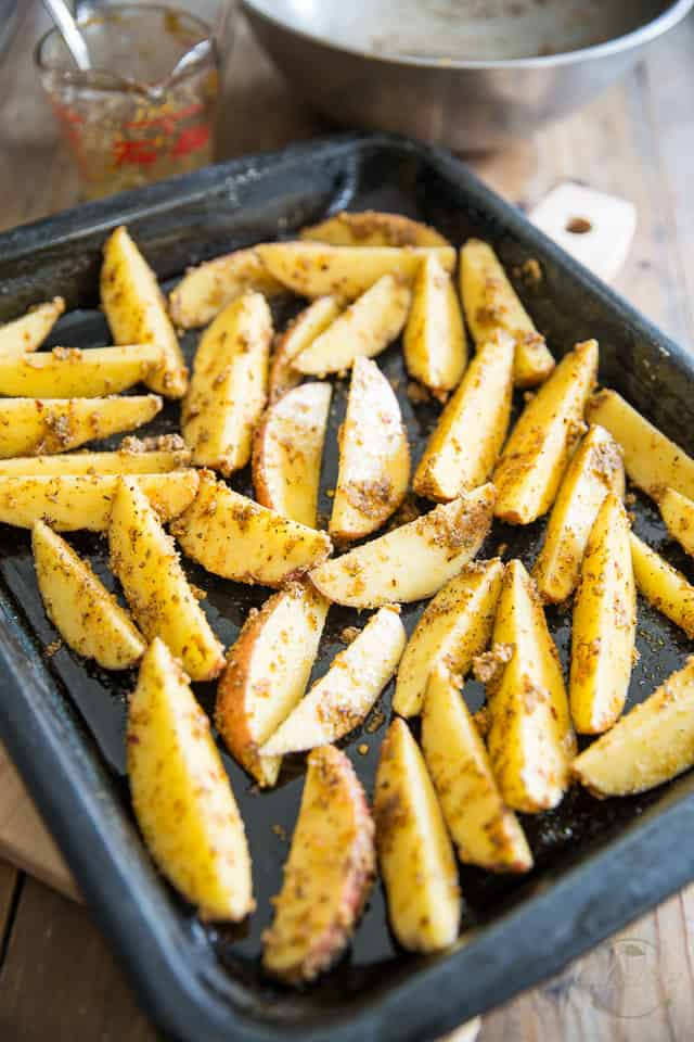 Oven Baked Garlic Parmesan Potato Wedges by Sonia! The Healthy Foodie | recipe on thehealthyfoodie.com
