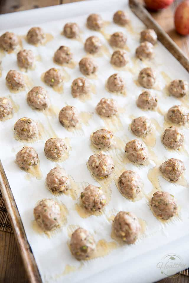 Apple Pistachio Turkey Meatballs by Sonia! The Healthy Foodie | Recipe on thehealthyfoodie.com