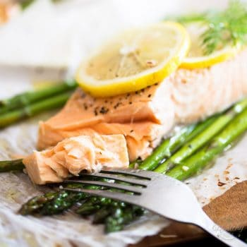 Parchment Paper Baked Salmon with Asparagus Lemon and Dill
