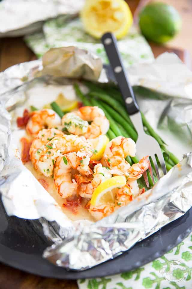 Lemon Garlic Shrimp Foil Packets with Green Beans and Sun Dried Tomatoes by Sonia! The Healthy Foodie   Recipe on thehealthyfoodie.com