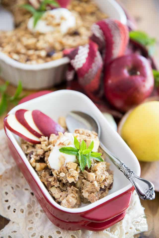 Making oatmeal doesn't come easier than this Apple Cinnamon Baked Oatmeal. Delicious warm or cold, it makes for a healthy and satisfying breakfast or snack!