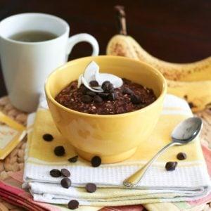 Chocolate and Banana Overnight Oats | thehealthyfoodie.com