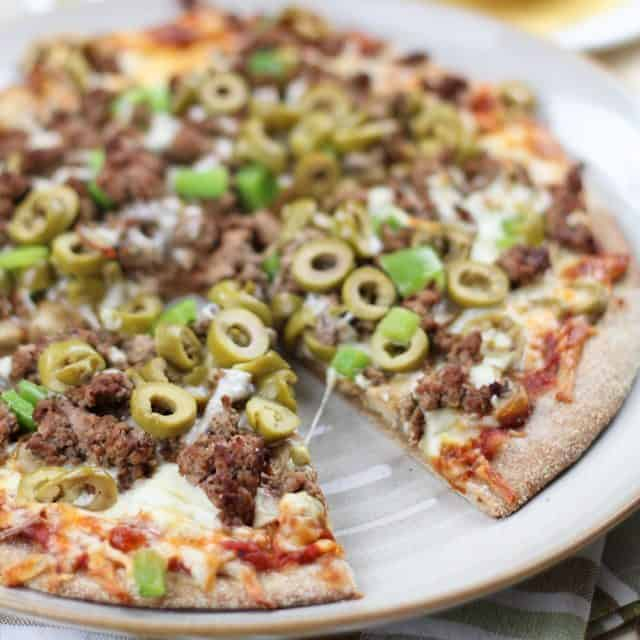 healthy pizzeria style ground beef and green olives pizza. Black Bedroom Furniture Sets. Home Design Ideas