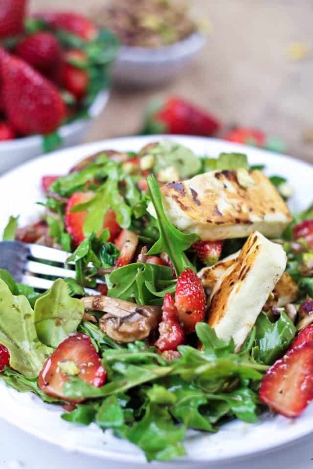 Strawberry Arugula and Grilled Halloumi Salad | by Sonia! The Healthy FoodieStrawberry Arugula and Grilled Halloumi Salad | by Sonia! The Healthy Foodie