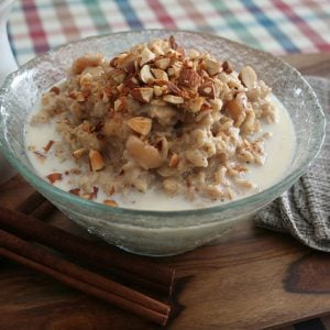 Apple Cinnamon Oatmeal with Almonds