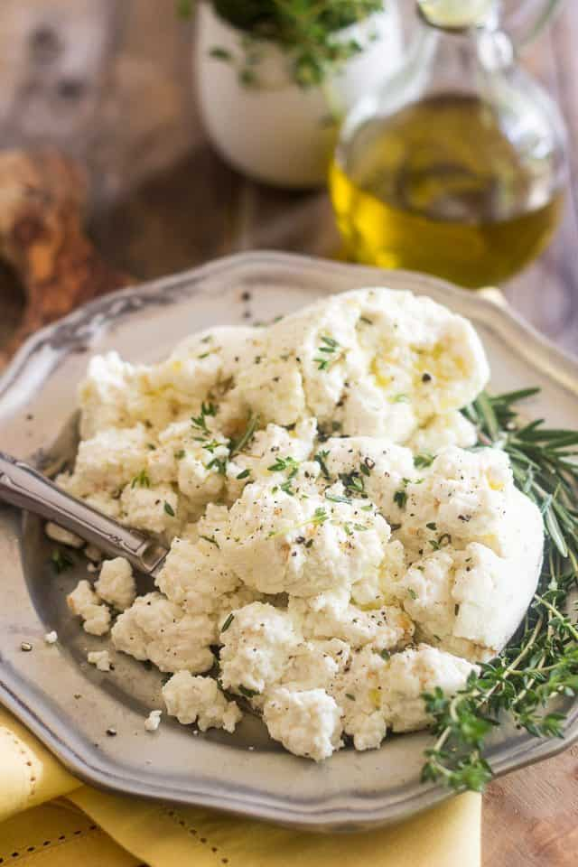 Homemade Fresh Farmers Cheese | thehealthyfoodie.com