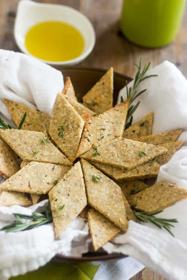Rosemary and Sesame Paleo Crackers | thehealthyfoodie.com