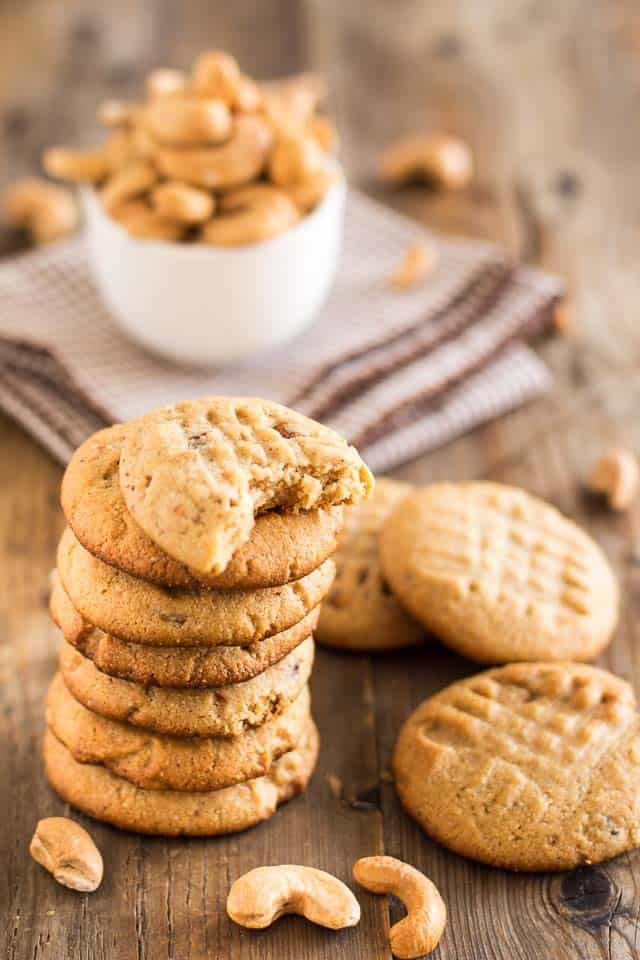 Roasted Cashew Butter Cookies | thehealthyfoodie.com