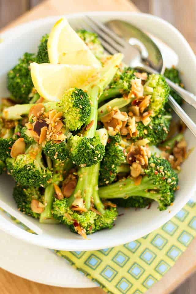 Ginger Sesame Almond Broccoli | thehealthyfoodie.com