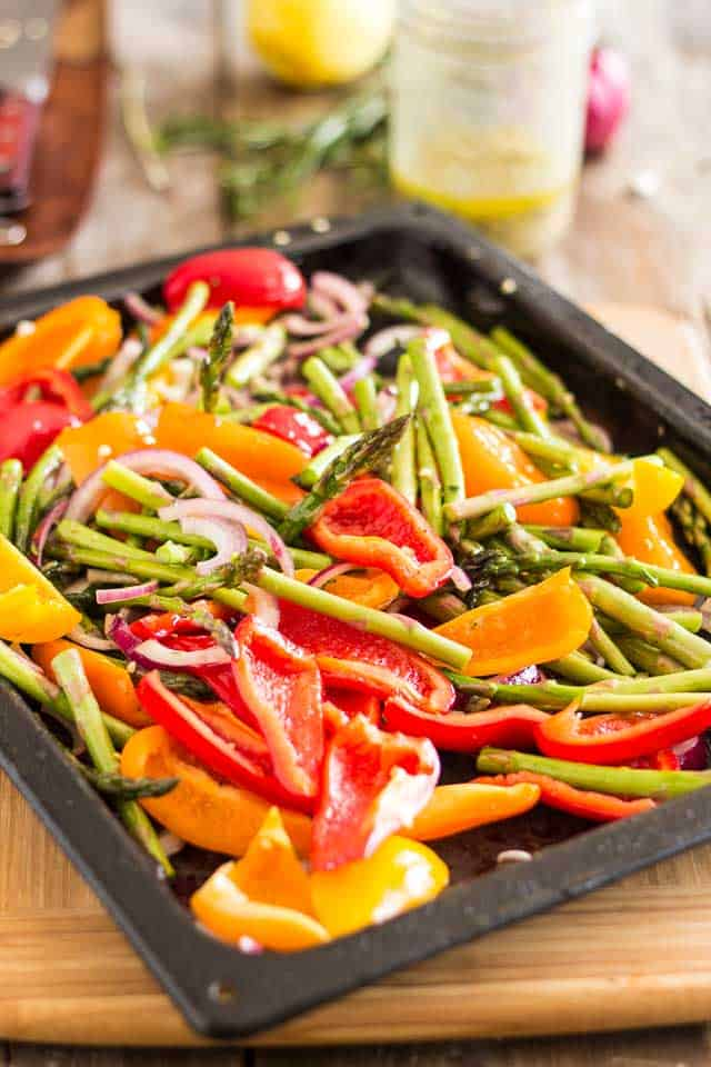 Oven Roasted Asparagus Bell Pepper Salad | thehealthyfoodie.com
