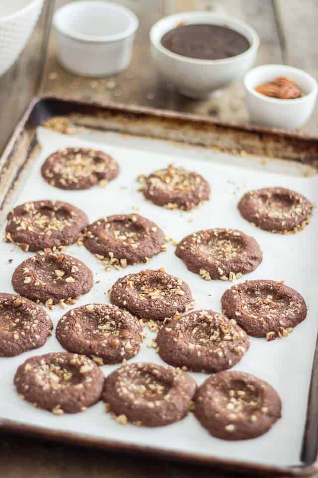 Chewy Turtles Cookies | thehealthyfoodie.com