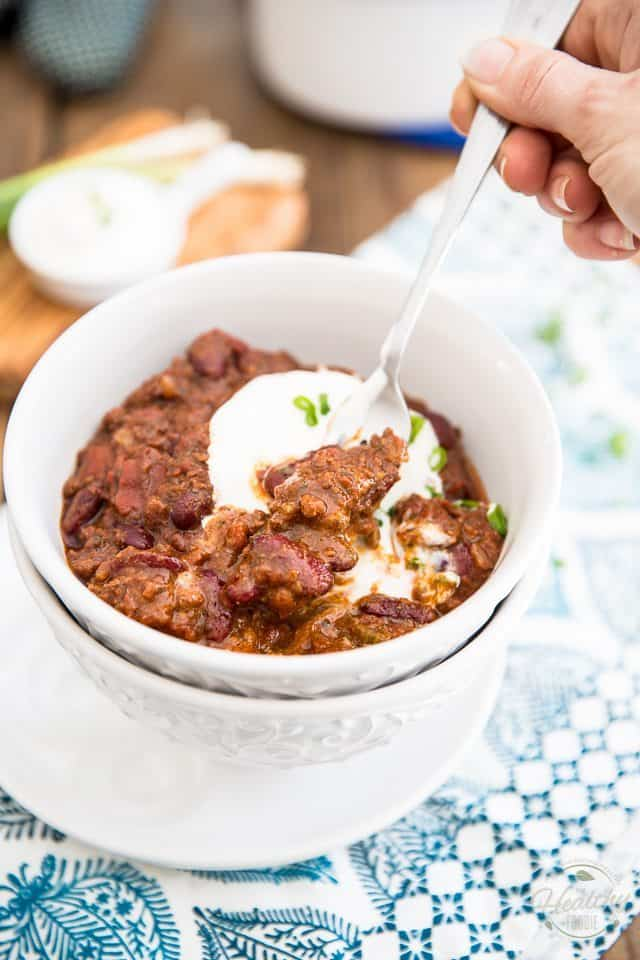 Dutch Oven Chili Con Carne | thehealthyfoodie.com