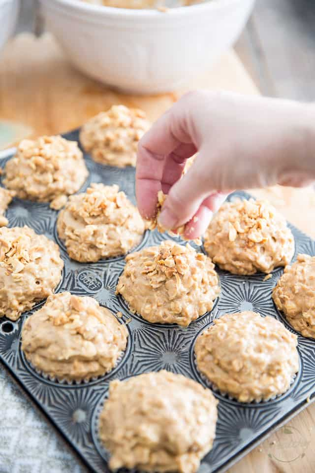 Naturally Sweetened Peanut Butter Oatmeal Muffins | recipe on theheatlhyfoodie.com