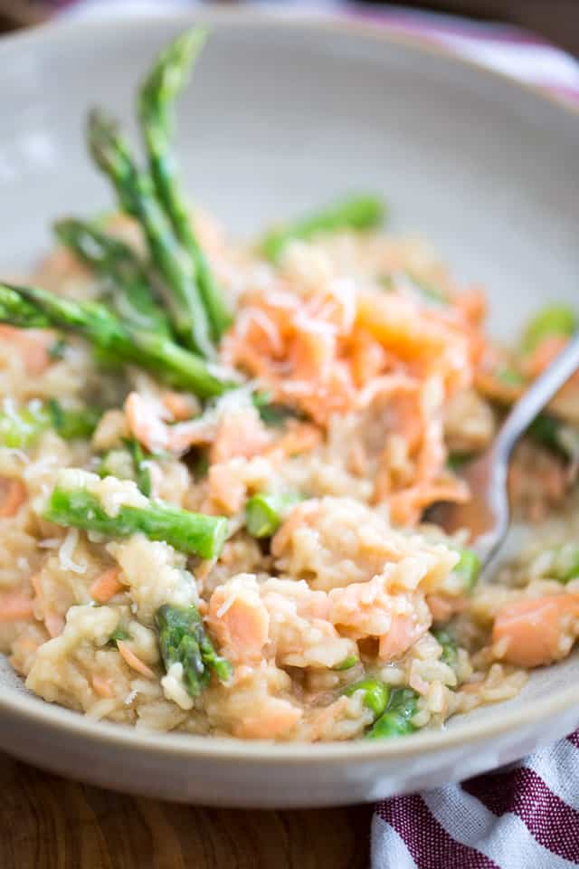 So creamy, dreamy and tasty, this Smoked Salmon Asparagus Risotto will make you feel like you've been invited in heaven to share a meal with the gods!