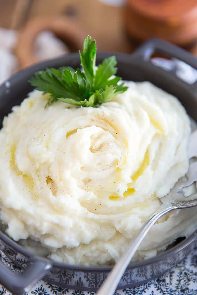 Healthier Mashed Potatoes by Sonia! The Healthy Foodie | Recipe on theheatlhyfoodie.com