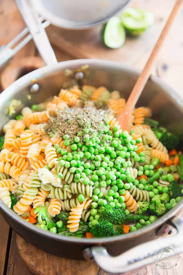 Loaded with all kinds of vegetables, this quick and easy Pasta Primavera makes for a truly excellent vegetarian meal, but would also be perfect served as a side dish, or could even be eaten as a cold pasta salad!