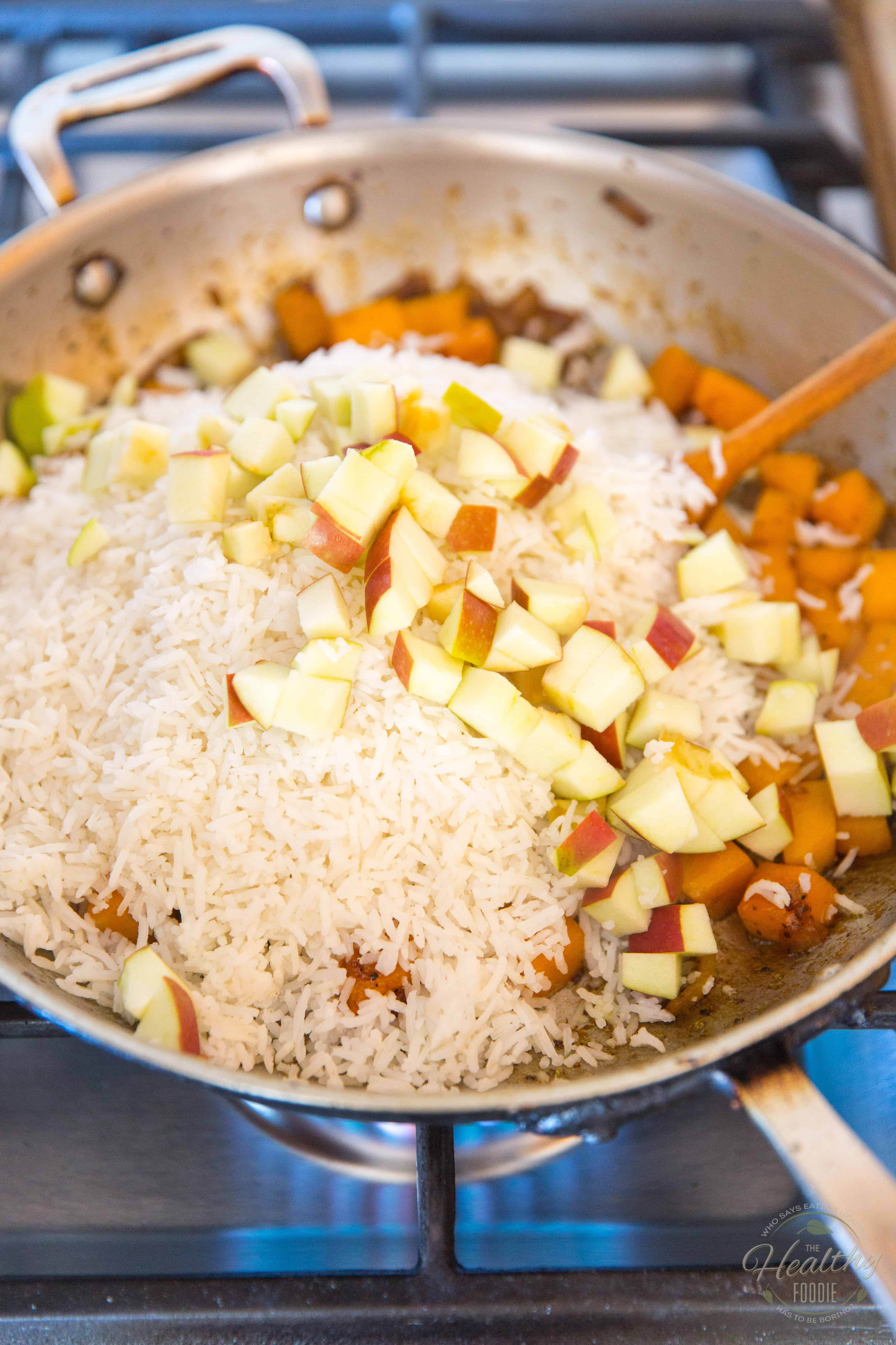 Butternut Squash and Apple Autumn Rice by Sonia! The Healthy Foodie | Recipe on thehealthyfoodie.com