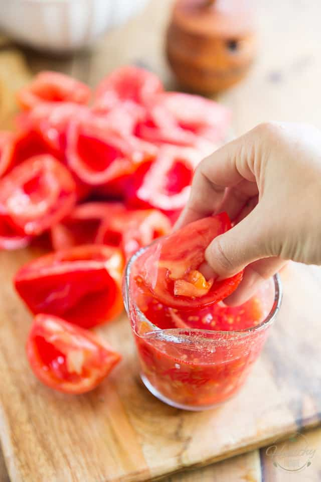 How to seed tomatoes with your thumb