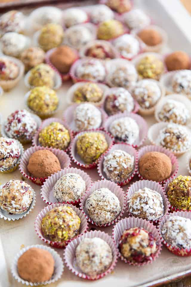 Raw, vegan, free of gluten and of added sugar, these Festive Bliss Balls are the perfect little pick-me up snack or sweet yet healthy capper at the end of a good meal.