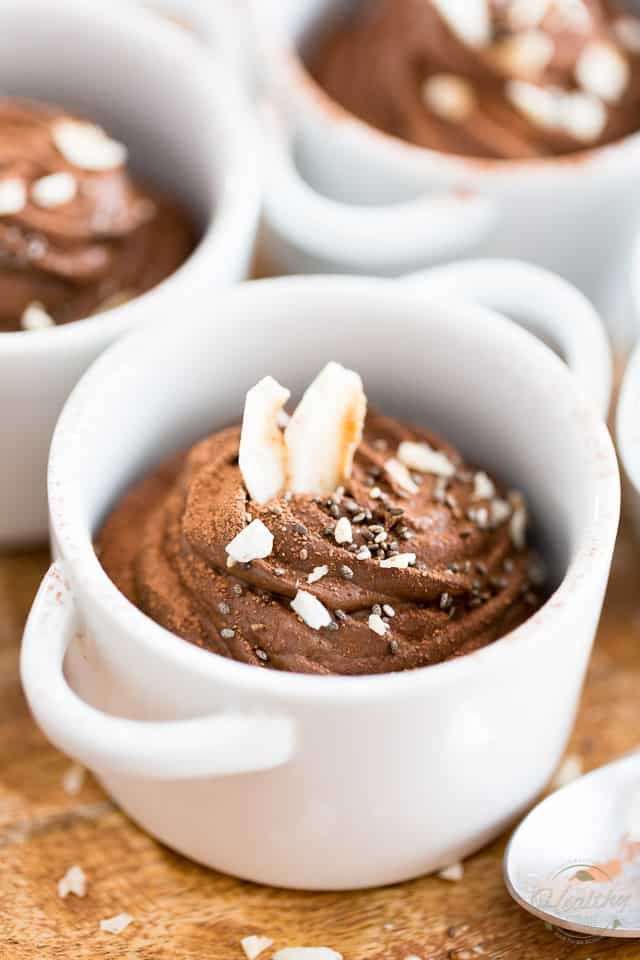 Here's chocolate pudding that's so good for you, you can totally have it even if you don't eat your meat! Indeed, this Chocolate Coconut Chia Pudding is made with nothing but wholesome, nutritious ingredients. A dessert you can eat without feeling even one once of guilt!