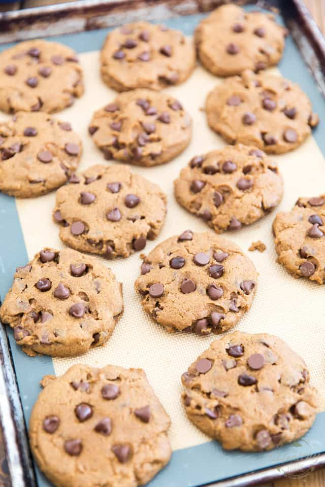 Vegan Peanut Butter Chocolate Chip Cookies by Sonia! The Healthy Foodie | Recipe on thehealthyfoodie.com