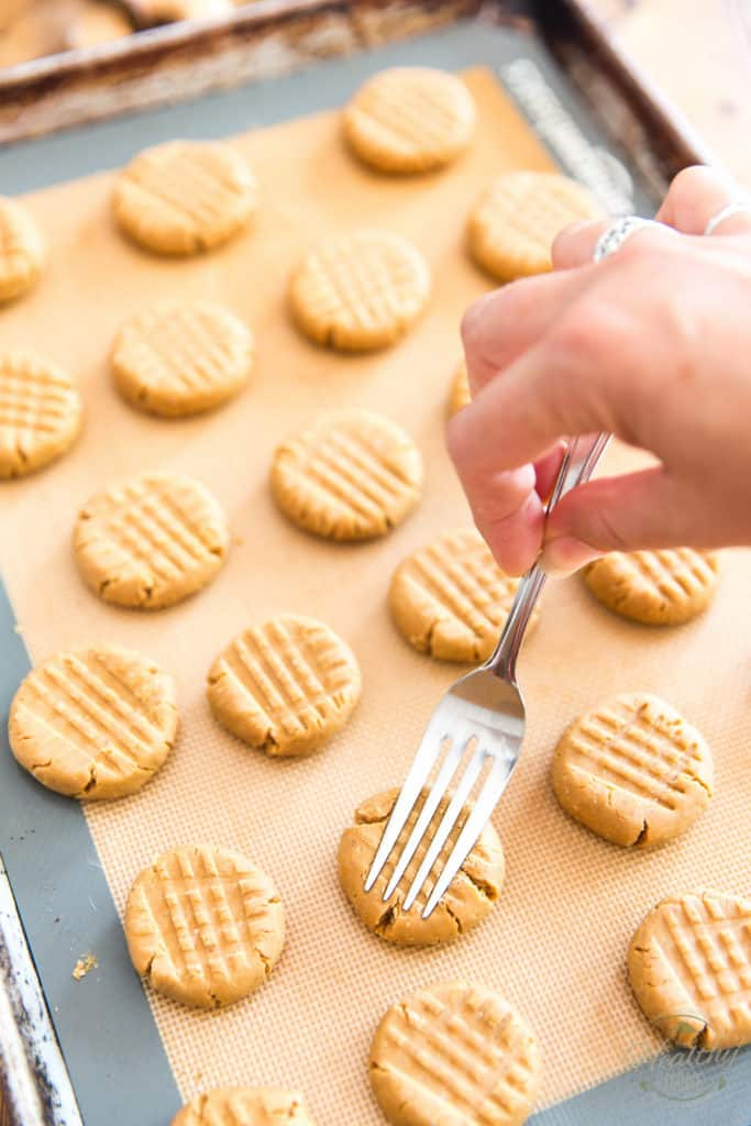 Flatter the cookies further and imprint a criss cross pattern with a fork