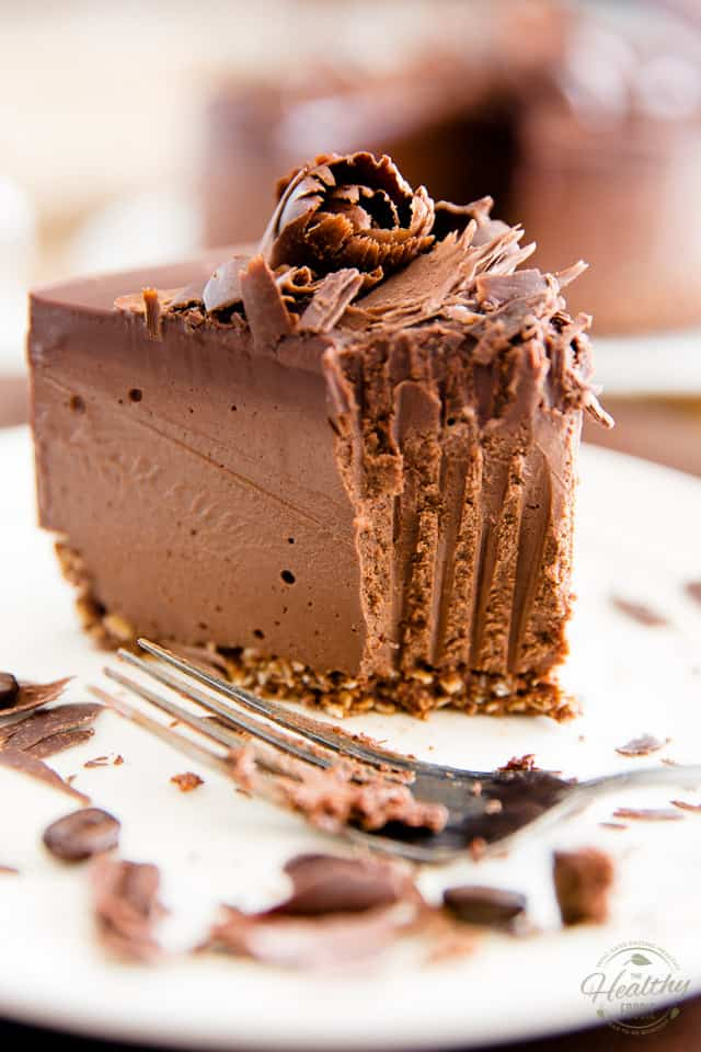 A truly heavenly dessert that contains nothing but wholesome ingredients, this sinfully creamy Mocha Chocolate Vegan Cheesecake will totally blow your mind!