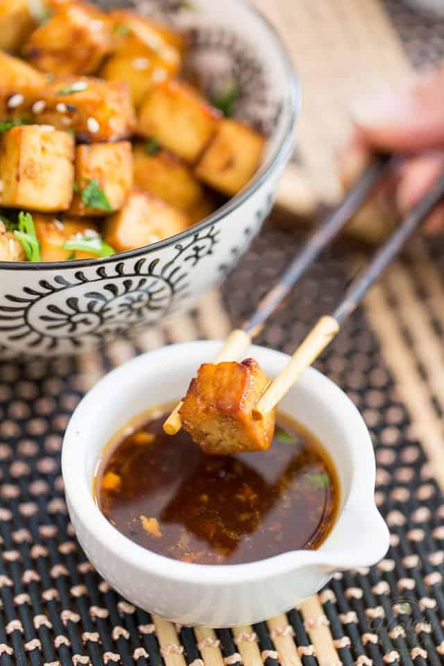 """Easy-Oven Baked Tofu ini benar-benar gila, enak, dan membuat ketagihan, Anda akan segera menemukan diri Anda memetiknya seperti keripik kentang! """"Class ="""" wp- image-3436700210 """"title ="""" Tahu Panggang """"srcset ="""" https://thehealthyfoodie.com/wp-content/uploads/2020/05/Easy-Oven-Baked-Tofu-12.jpg 640w, https: // thehealthyfoodie. com / wp-content / uploads / 2020/05 / Easy-Oven-Baked-Tofu-12-300x450.jpg 300w, https://thehealthyfoodie.com/wp-content/uploads/2020/05/Easy-Oven-Baked -Tofu-12-196x294.jpg 196w, https://thehealthyfoodie.com/wp-content/uploads/2020/05/Easy-Oven-Baked-Tofu-12-392x588.jpg 392w, https://thehealthyfoodie.com /wp-content/uploads/2020/05/Easy-Oven-Baked-Tofu-12-294x441.jpg 294w, https://thehealthyfoodie.com/wp-content/uploads/2020/05/Easy-Oven-Baked- Tofu-12-588x882.jpg 588w """"size ="""" (max-width: 640px) 100vw, 640px"""